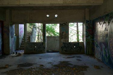 崩される建物を使って本当のアートを